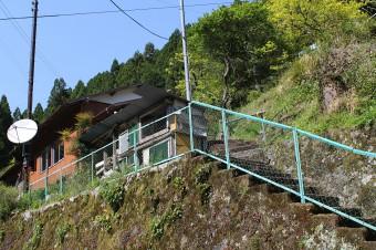 公民館に登っていく階段