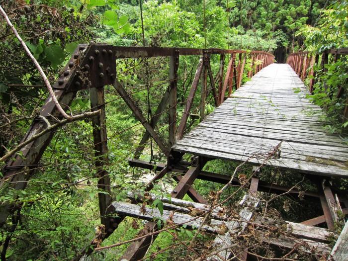 吊り橋の向こうにも集落が