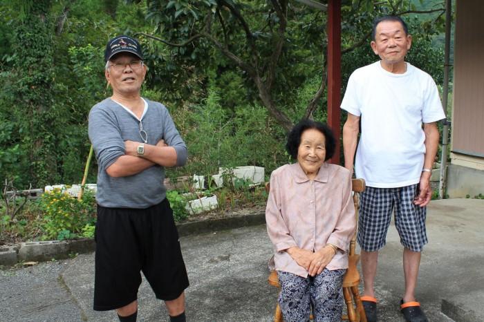 左から宮原材次さん、西みき子さん、西義友さん